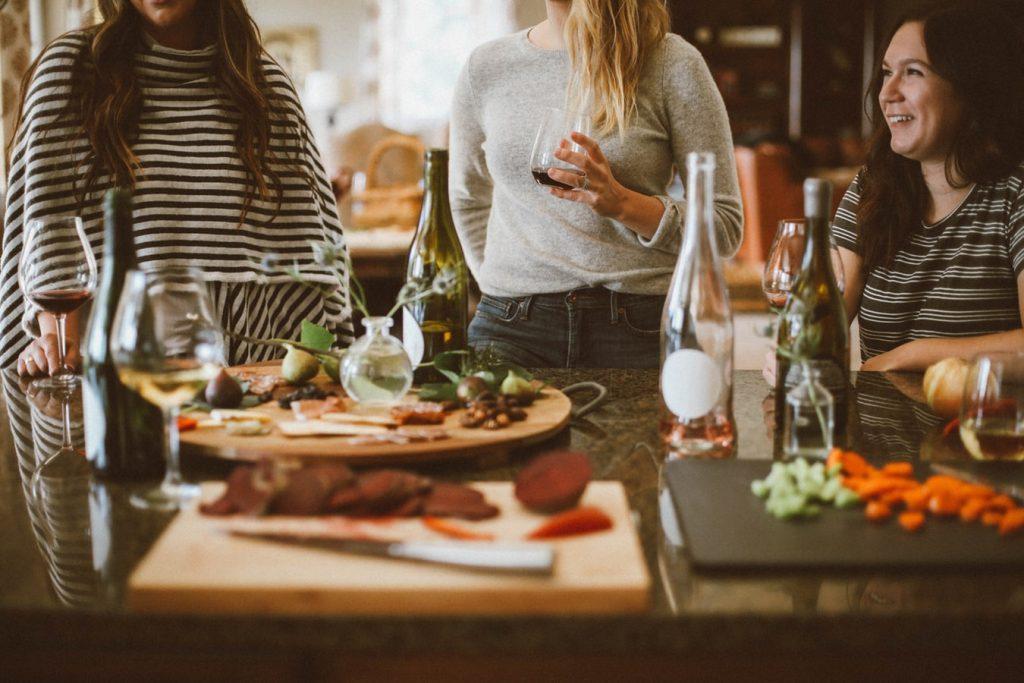 A jó társaság és a közös étkezések fontosak.