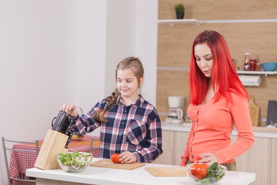 késkészlet a konyhában