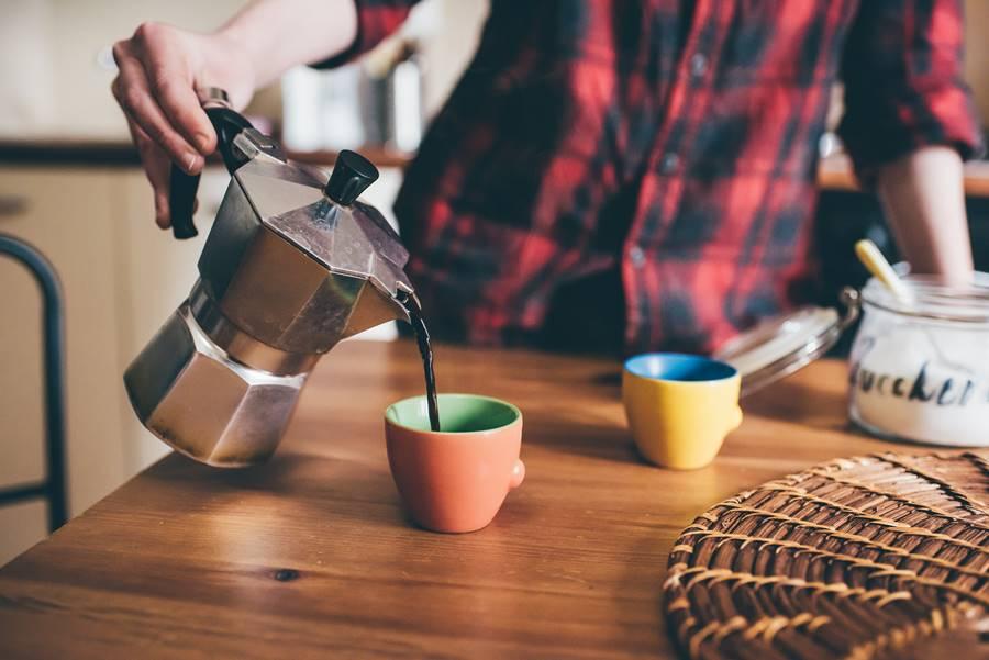 Megfelelő kávéfőzővel vagy kávégéppel otthon is finom kávét lehet készíteni