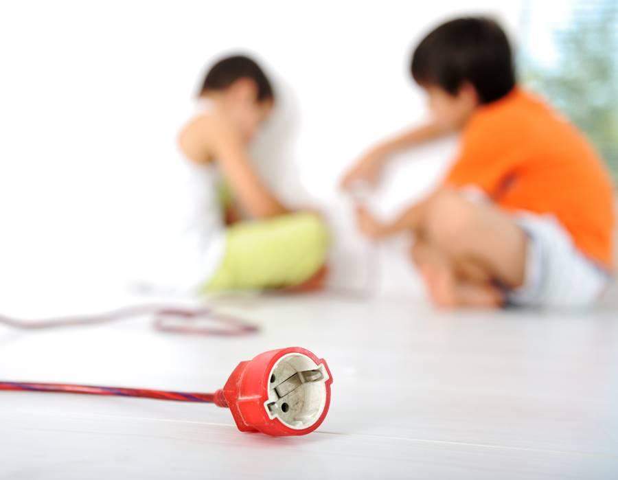 Hosszabbítókkal és elosztókkal kint és bent is használhatjuk az elektromos eszközeinket